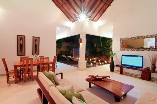The Beach House Resort: Living Room Villa Jepun