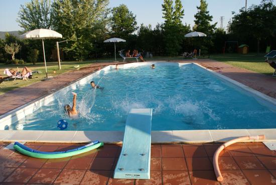 Agriturismo Villa Rosa: piscina di giorno