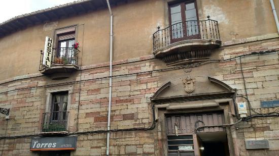 Hostal San Martin: Outside of hostel. On 3rd floor.