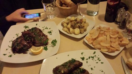 Jope Ristorante Steak House: Tris di bontà: filetto, parasangue e sottopancia. Accompagnati da ricche porzioni di patatine fr