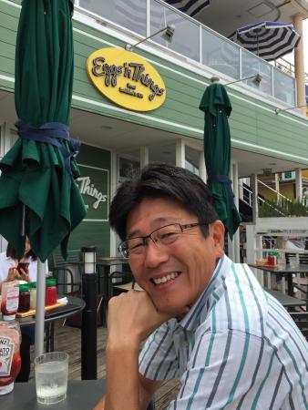 Eggs N Things Shonan Enoshima : 平日の木曜日の午前中 珍しく並んでいなかったので入りました。 本日のオムレツとパンケーキのセットを2人でシェアしましたがお腹いっぱいになりました。 ハワイのようにコーヒーがお代わり自由だったら