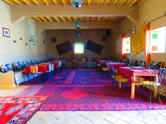 Riad Tadarte: salon a manger