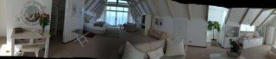 Whale's Way Ocean Retreat: Panaroma of the room