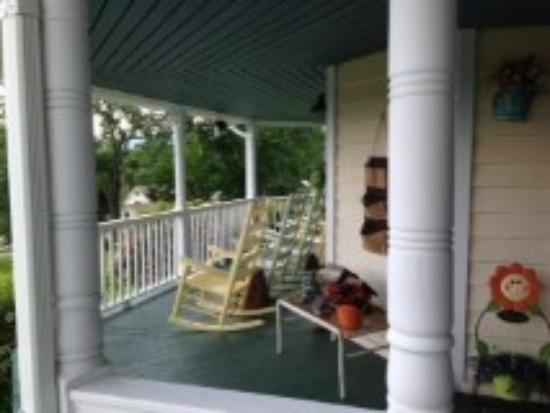 The Perry House Bed & Breakfast: The front porch