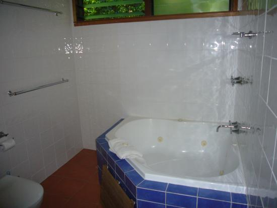 Whispering Valley Cottage Retreat: Bathroom 2