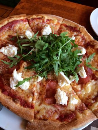 Rosso Imatra: Спагетти карбонара и пицца