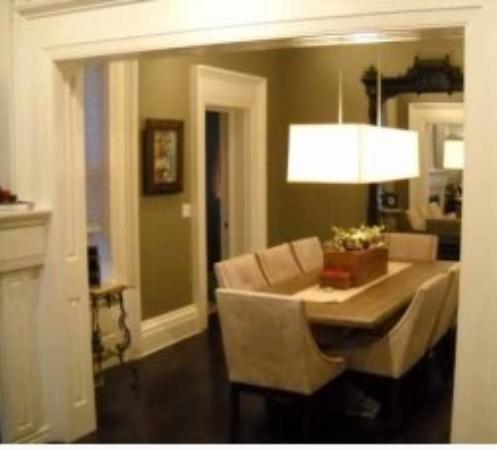 Delavan, WI: Amazing design features [ask about that mirror]!