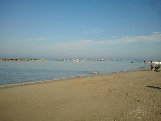 Hotel Raffaello: Spiaggia libera