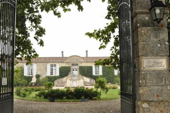 Relais du Chateau d'Arche : здание отеля