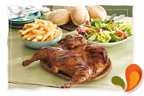 Bela Bela, Sudafrica: Nando's Full Chicken Family Meal with Chips and Rolls