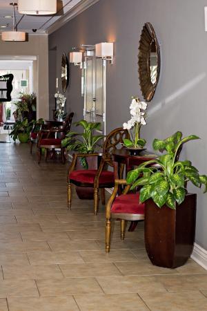 Ramada New Iberia: Lobby Hallway