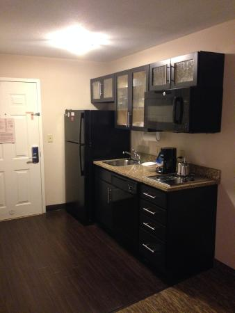 Candlewood Suites Aberdeen - Edgewood - Bel Air: Well equipped kitchen