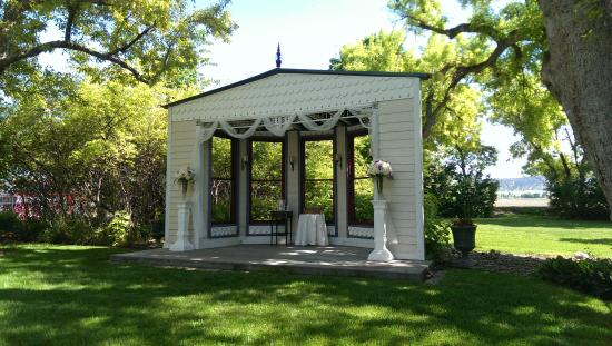 inside barn background. barn anew bed and breakfast: wedding background/stage inside background
