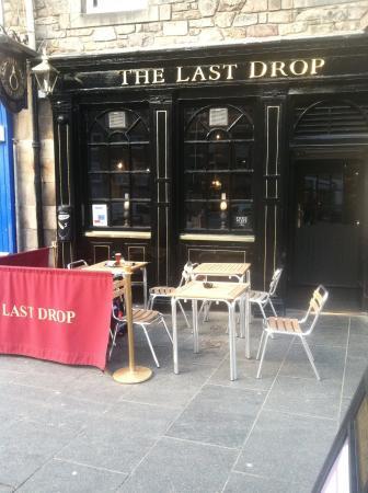 The Last Drop: Front of pub