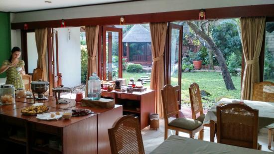 Hotel Paniisan Endah: Spacious Dining Room with Garden View