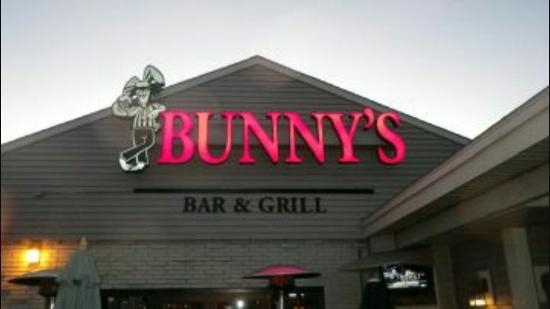 ‪Bunny's Bar and Grill‬