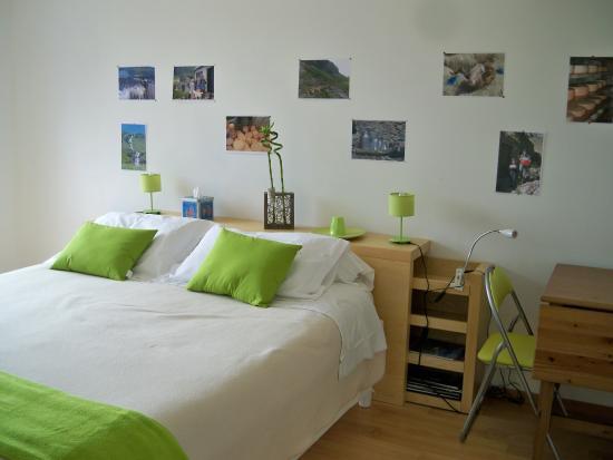Estialescq, France : La chambre verte avec terrasse de plain-pied