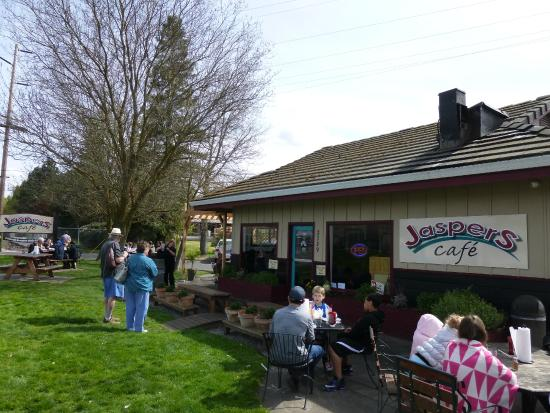 Jasper's Cafe, Medford OR - outdoor and indoor seating