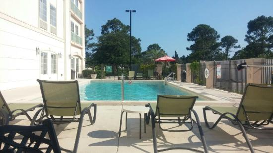 La Quinta Inn & Suites Panama City Beach: Very nice, quiet pool area