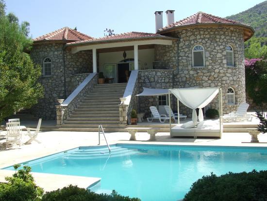 Blick Vom Garten Zum Pool Und Zur Villa Photo De Akkaya Villa