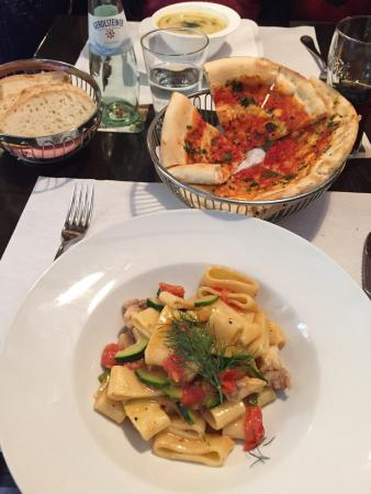 Tre Panoce: Sehr leckeres Essen ! Nudeln mit Seeteufel , Zucchini und Tomaten , Pizzabrot a la casa und Kart
