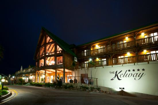 Kelway Hotel: Night front view of Hotel