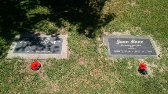 Desert Memorial Park: Sony Bono next to his Mother