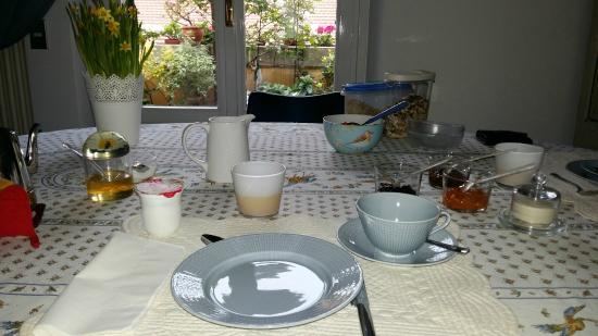 Althea: Tavola a colazione