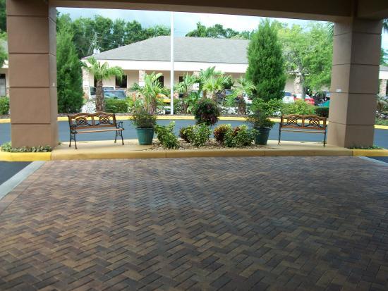 Fairfield Inn & Suites Holiday Tarpon Springs : Covered Main Entrance