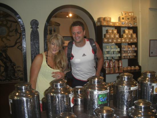 Bentota, Sri Lanka: Tea shopping