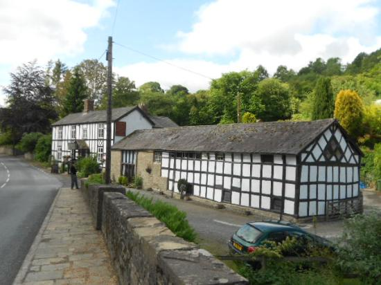 Riverside Inn at Aymestrey: The outside of the pub