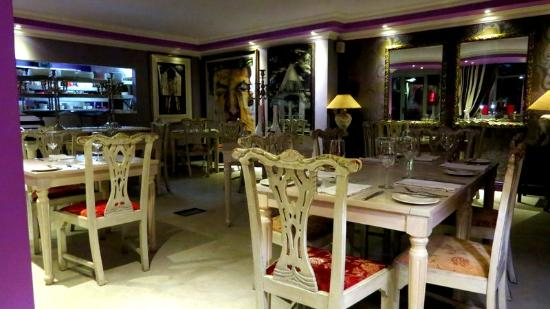 Emily's: Restaurant with style and beautiful art