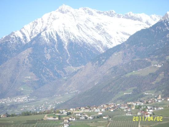 Hotel Taushof: Blick vom Balkon auf die gegenüberliegenden Berge