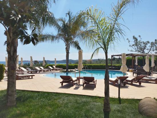 Colonides Beach Hotel: Pool side