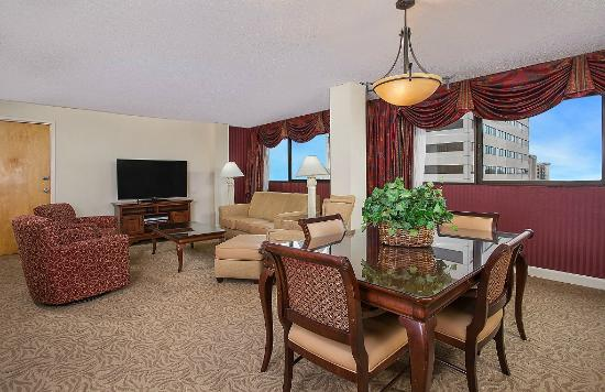 Crowne Plaza Knoxville: Parlor Suite