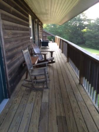 Fancy Gap Cabins & Campground: Motel Porch