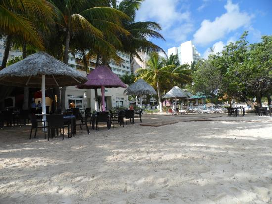 Dreams Sands Cancun Resort Spa Beach Outside Waves And Olio Restaurants