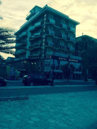 Hotel Soraya: Hotel modesto, ma posizionato vista mare,con anesso lido, ottima impressione