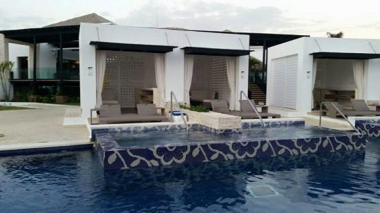 Cabanas For Rent In Pool Picture Of Chic By Royalton