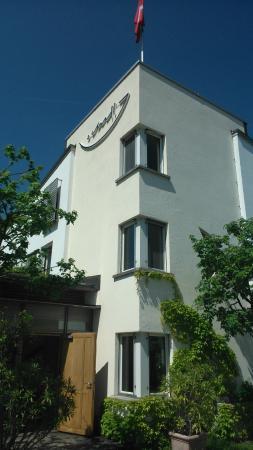 Schiff Hotel Restaurant Bar: Aussenansicht Haupthaus