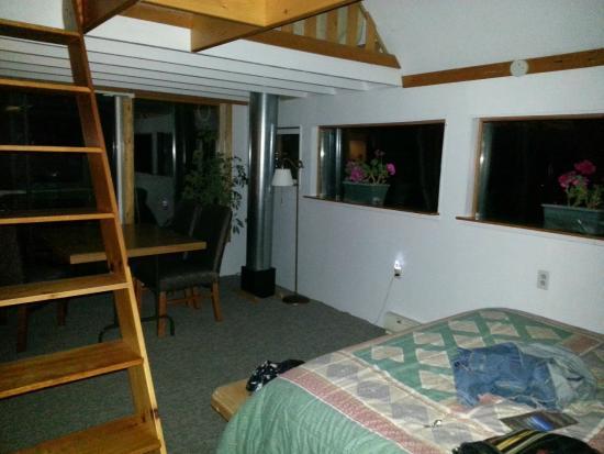 Castalia Marsh Retreat : Second Floor coming into the room