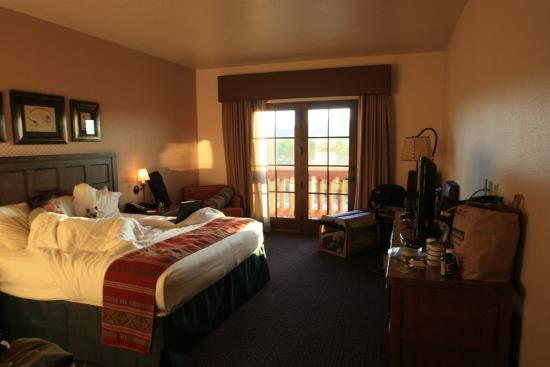 Santa Claran Hotel Casino: Nice size rooms, though a very small balcony