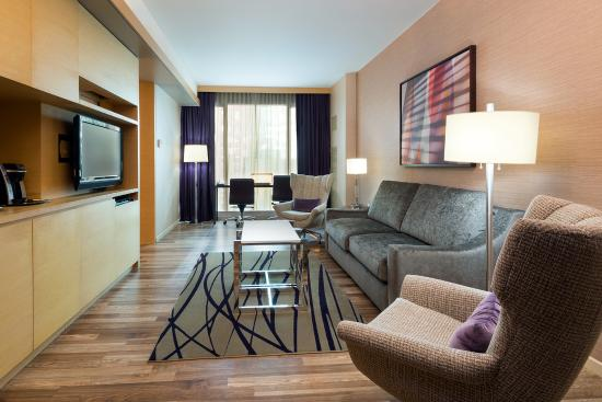 West 57th Street by Hilton Club: One bedroom suite living room