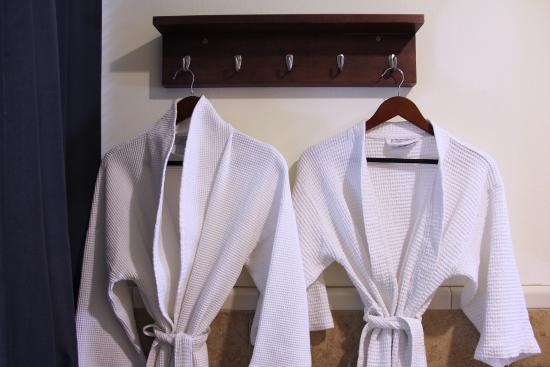 The Lodge at Blue Lakes: Deluxe Jacuzzi Room Bathrobes