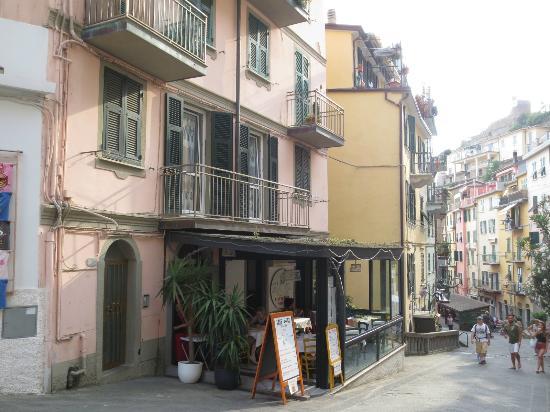 Locanda dalla Compagnia : Balcony and windows of living room above the restaurant