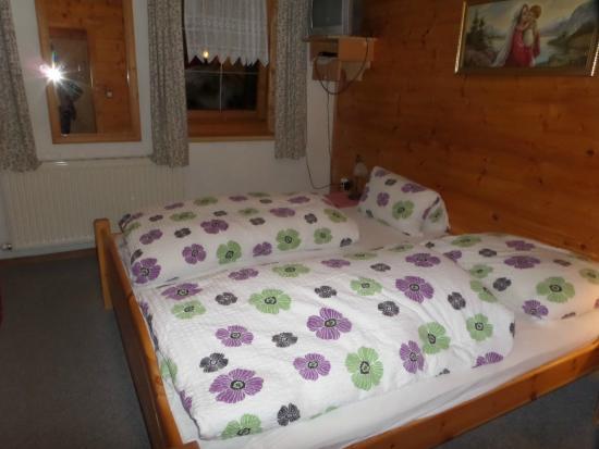 Gasthof Griesenau: chambre confortable