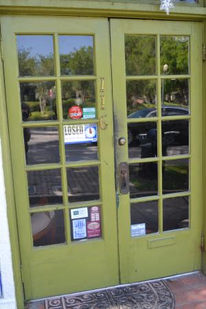 Oudom Thai & Sushi Restaurant: These Doors Greet You...which doesn't do much to make you go it