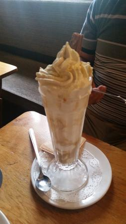 The Ellerby Country Inn Restaurant: Banana, Meringue, Toffee Sauce & Ice Cream?!