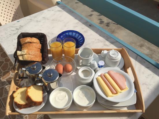Alizea Villas & Suites : Breakfast is served