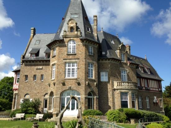 Chateau Richeux: The Chateau